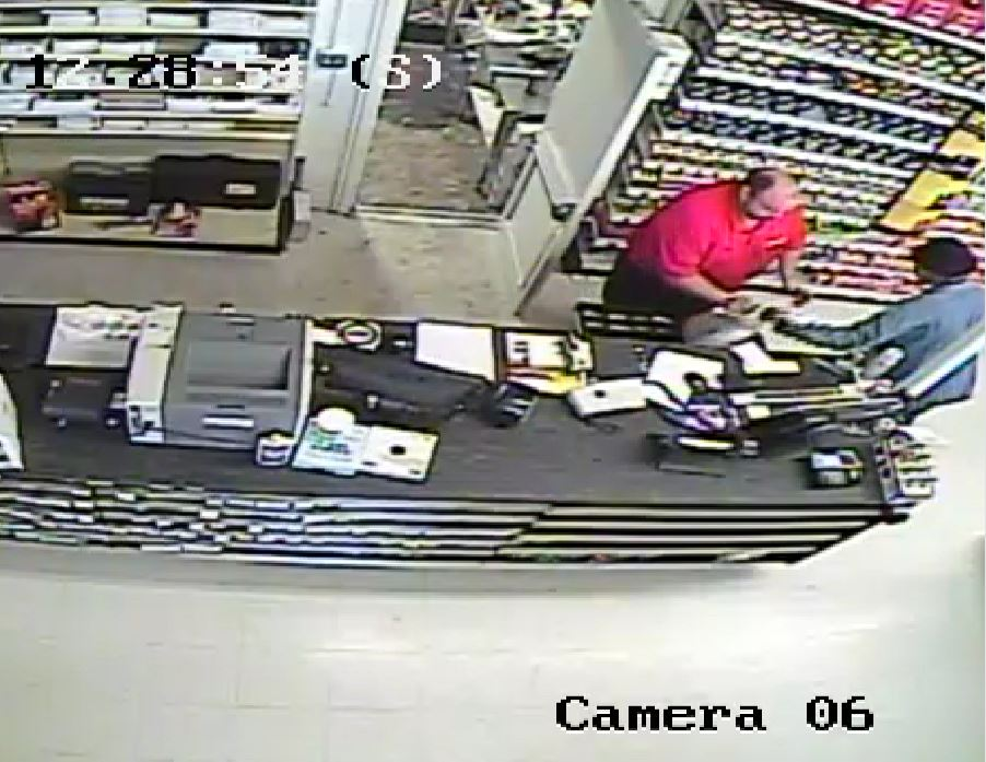 Suspect takes bag of money from Store Manager_118440