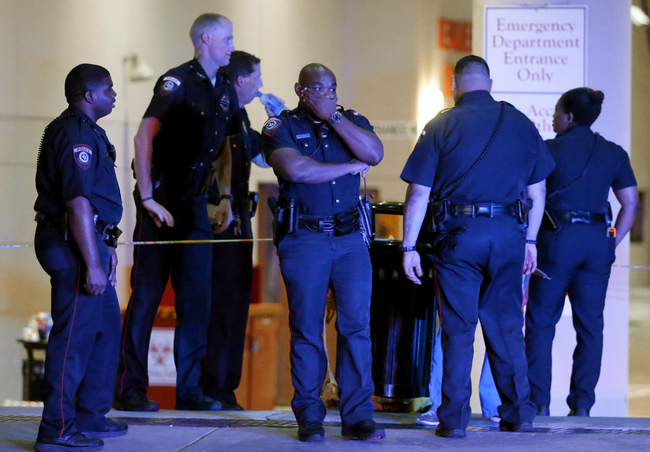 Five officers killed in Dallas_128548