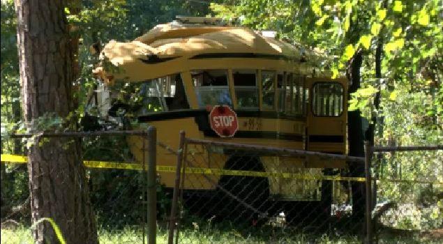 school_bus_crash2_135721