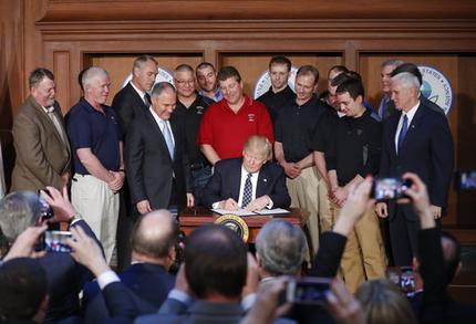 Neil Gorsuch, Donald Trump, Scott Pruitt, Mike Pence_205549
