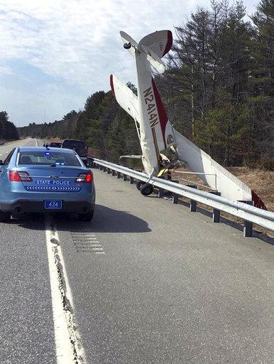 Emergency Landing Highway_211649