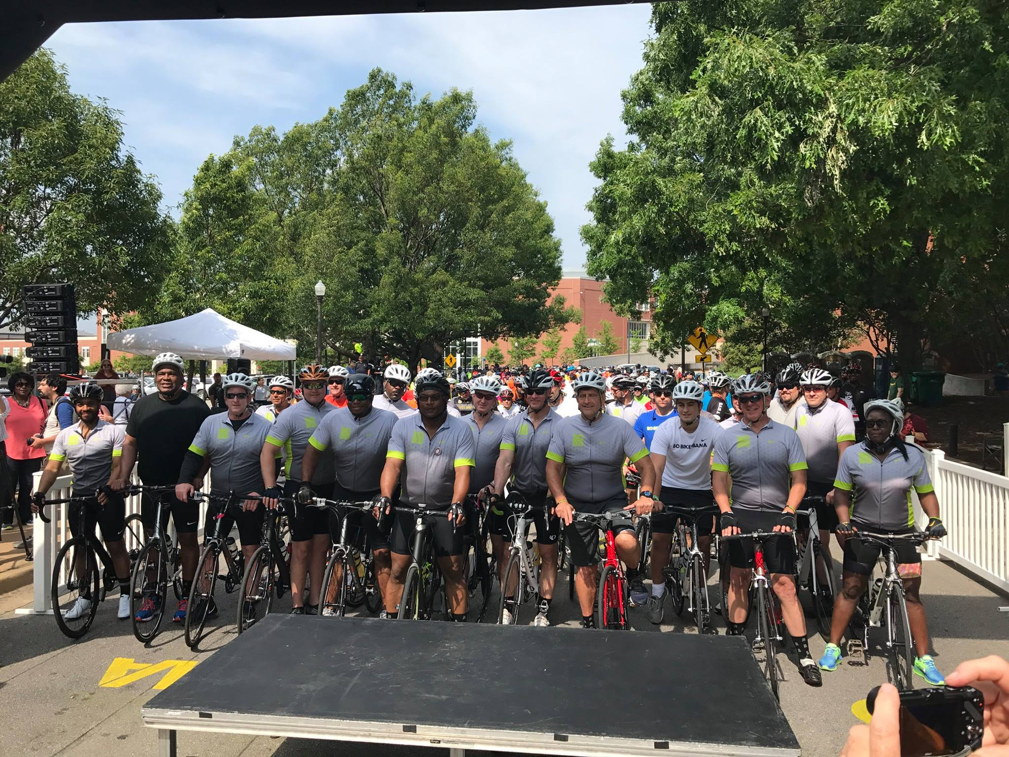 Auburn sports legend Bo Jackson brings hundreds of bike riders together to raise money for emergency relief in Alabama.
