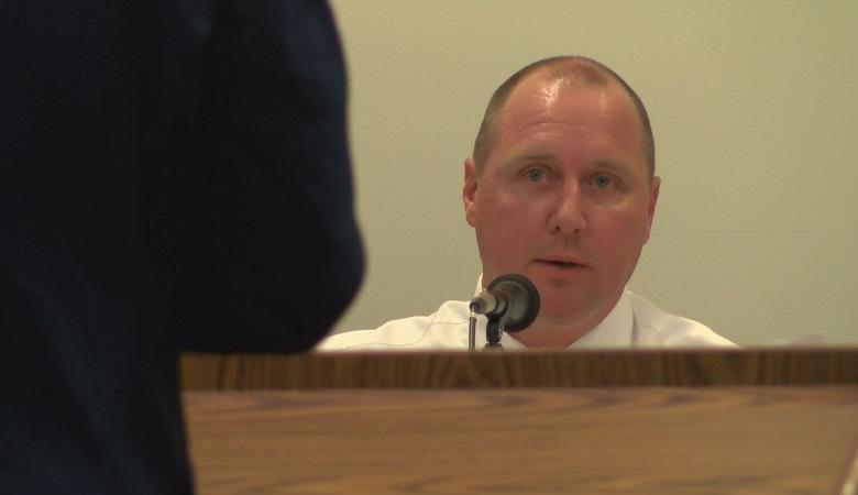 Former Harris County deputy Tommy Pierson testifies in a pretrial hearing.