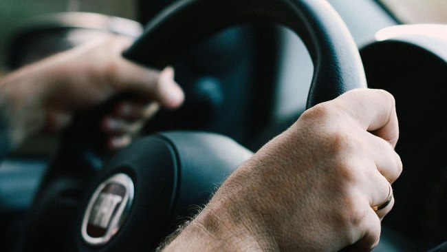 steering-wheel-driving-driver-traffic-generic_282831
