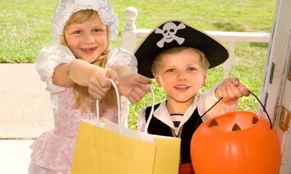 halloween-trick-or-treaters-candy-jpg_166248_ver1-0_13866376_ver1-0_640_360_297576