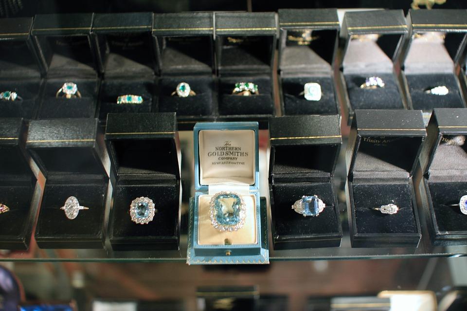 jewellery-265143_960_720 (1)_1521031802052.jpg.jpg