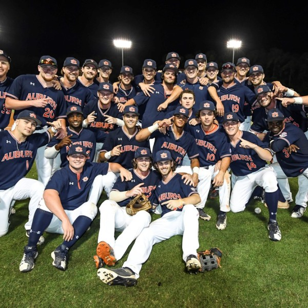 AUBURN BASEBALL GROUP_1528508111626.jpg.jpg