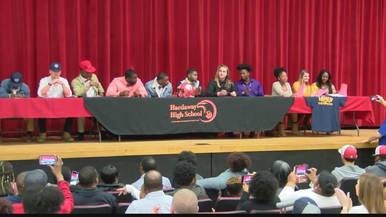 12 Hardaway Hawks take part in signing day