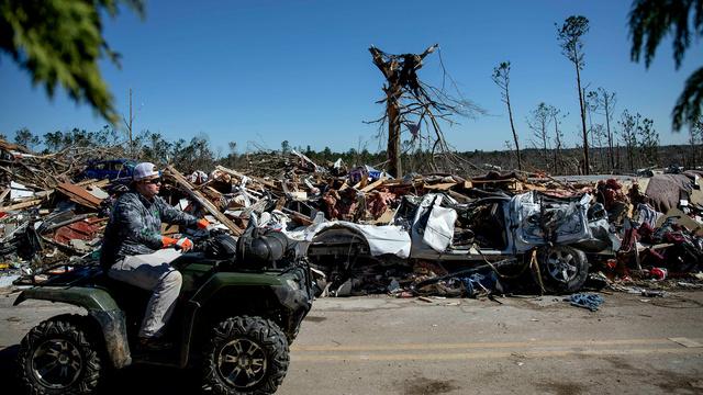 alabama tornado ap images_1551807052763.jpg_76060314_ver1.0_640_360_1551817233800.jpg-842137442.jpg