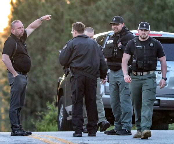 Georgia sheriff says 3 officers wounded, 1 suspect dead