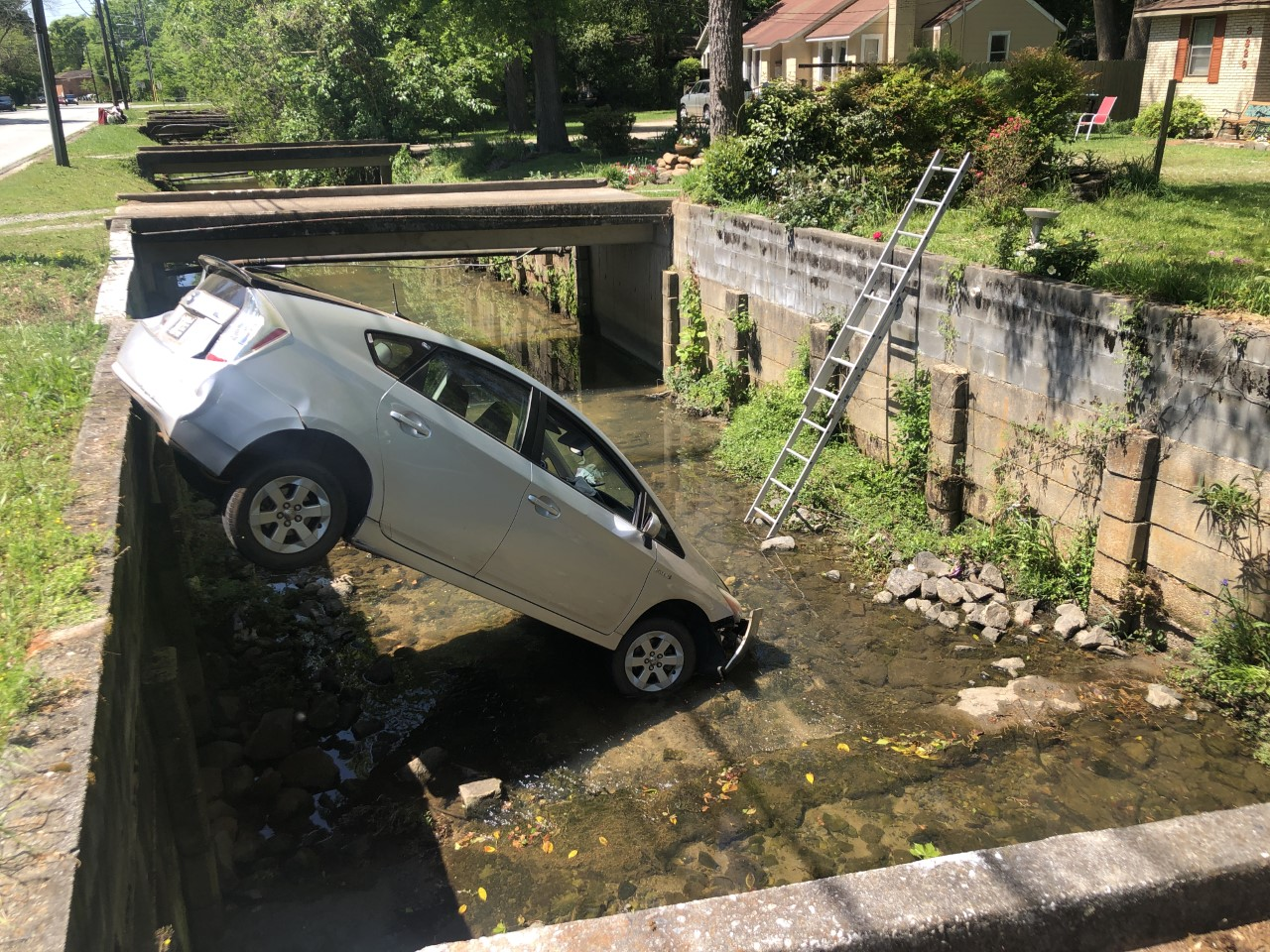 car in lindsey creek