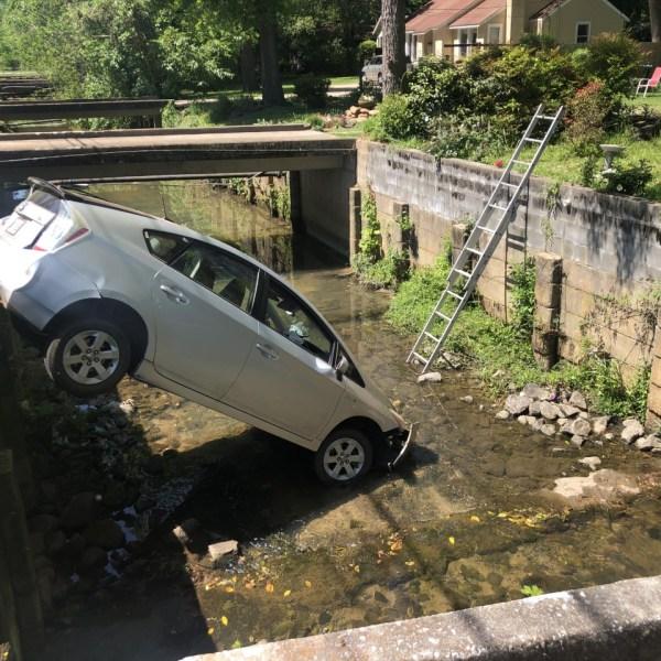 car wreck in lindsey creek
